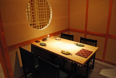 個室半個室25室あり、4名〜最大70名まで収容可能。地域の方に愛されるお店づくりをめざしています