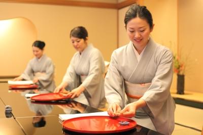悠久の時の流れを今に伝える老舗料亭「名古屋 浅田」は接客スタッフを募集します。