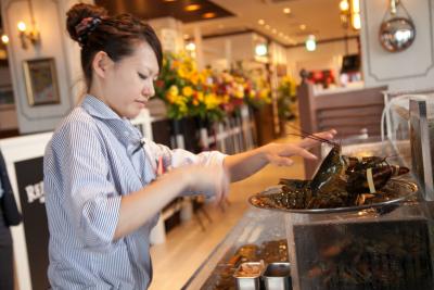 関東17店舗。ロブスター料理を提供するシーフードレストランでホールスタッフを募集!