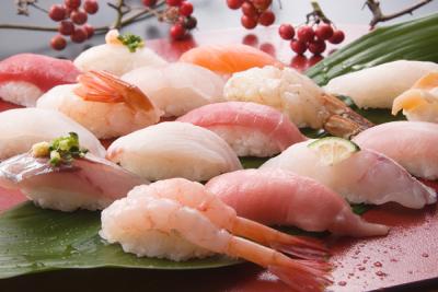 北陸の新鮮な魚・希少なネタを使い、熟練の寿司技術が学べる環境です!
