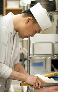 京都・祇園のすし店かろばた焼店で、調理スタッフとしてご活躍を!経験浅い方も研修があるのでご安心下さい