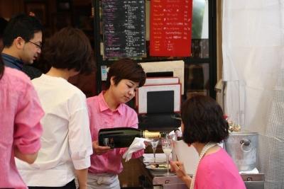 パリにたたずむカフェのようなフレンチビストロ「Le Lion」にて、ホールスタッフを大募集!