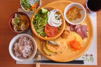 有機栽培&無添加にこだわった野菜を使った自然食ビュッフェレストラン。身体に優しいメニューが学べます。