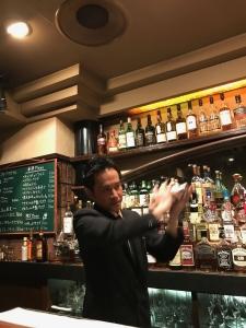 お酒の種類は300種類ほど!色々なお酒の知識やバーテンダーとしてのスキルが身に付きます♪