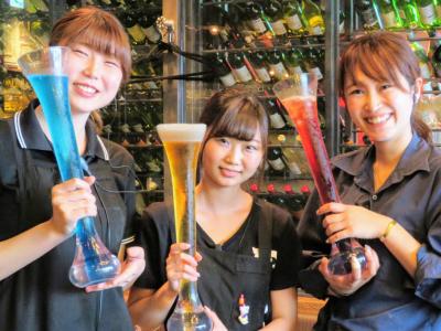 クラフトビールやワインなど、ドリンクメニューも充実!