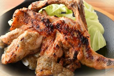 清流若鶏のモモ一本焼!素材にこだわり国産ブランド鶏を使用しています