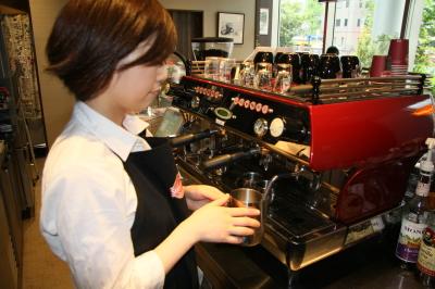 アメリカンな気取らない接客◎カフェとダイナー、2つの顔を持つお店で活躍しよう!