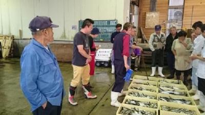 魚介は富山の氷見漁港、新潟の新湊漁港で、毎朝競り落としたものが届きます。