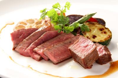 厳選した牛肉をはじめ契約農家や漁港から直送される食材は美味しさの他、安心・安全にもこだわりあり
