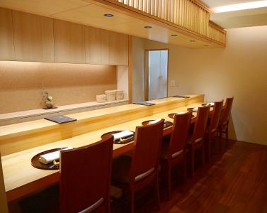 西麻布にある大人の隠れ家「豪龍 久保」で、一流の料理人をめざしませんか?