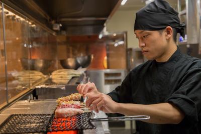 店内で仕込み・調理する料理でお客様に心からの喜びを!