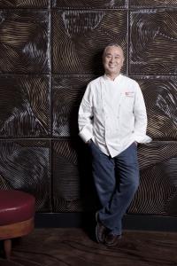 松久信幸と名優ロバート・デ・ニーロ氏が共同経営する『Nobu レストラン』でキャリアをみがこう。