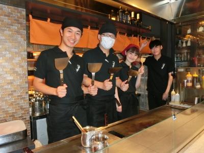 <渋谷駅から徒歩5分>俳優の卵やダンサーが活躍!歌手・川中美幸がプロデュースする、鉄板・お好み焼き店の店舗スタッフ。ファンや業界関係者が集う、バーも併設