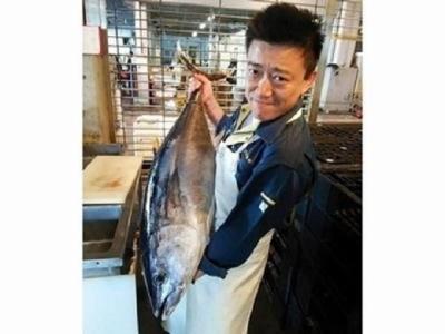 社長の平井です。当社では日本海の天然ものの鮮魚を毎日店舗へ届けています。