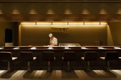 開店から5年目をむかえた「すし青柳」。日本料理の料理人へとじっくり時間をかけて育てます。