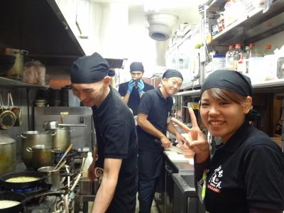 <めんそ~れ!沖縄の家庭料理店で働こう!>週1回、1日4時間~、土日のみOK!東京駅より徒歩1分・丸の内KITTE内で20代が活躍するお店★おいしいまかない付き