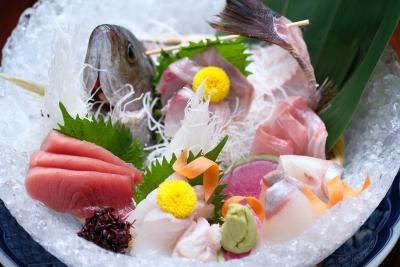 築地から直送される新鮮な魚介類を楽しめるお店でアルバイト♪