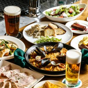 肉料理をはじめ、魚介料理や煮込み料理など幅広いメニューを提供。