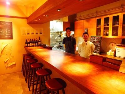 京都のビストロでホールスタッフを募集。ワインが好き、人と接する人が好きな方、未経験の方、大歓迎!