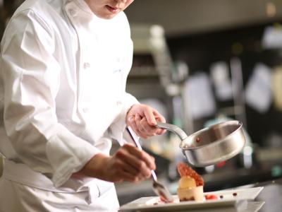 福岡でトップクラスの味と評判の「千草ホテル」で、これまで以上にスキルを磨きませんか。