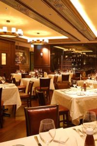 NYで生まれた長期熟成肉が評判のステーキ店がシンガポールにオープン!責任者としてご活躍ください