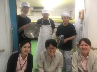 一度に大量のお料理を作るので、チームワークを大切にしています。