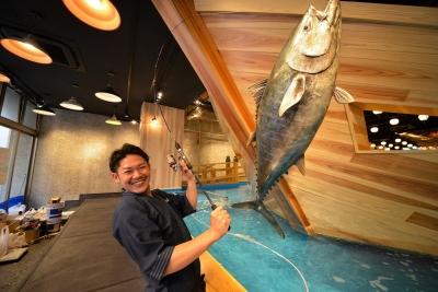 あなたに調理していただくのは、お客さまが店内で釣り上げた鮮魚です!
