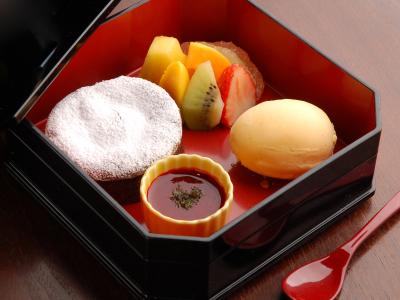 世界全店で提供している名物の『Chocolate Bento Box』。
