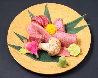 船橋・神田に4店舗を展開する焼肉店でプロの料理人をめざそう。