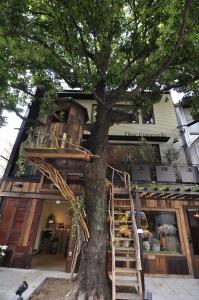 フラワーショップ併設のオシャレなカフェでアルバイト♪「広尾駅」から徒歩1分♪
