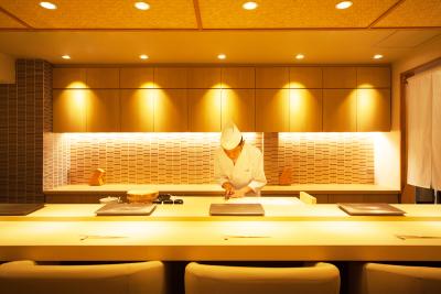 <東京・六本木>経験者は月給30万円~!2017年7月にオープンしたばかりのお店で寿司職人を募集。銀座 久兵衛出身の板長のもと、一生モノのスキルを身につけよう!