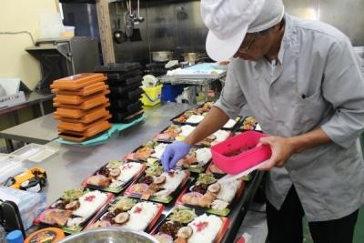 セントラルキッチンにて、お弁当や惣菜の調理をお任せします!