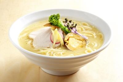 日本料理出身(水炊き専門店)の店主が手がける「鶏白湯SOBA」「濃厚煮干醤油SOBA」。