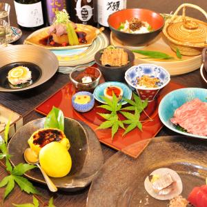 熊肉、すっぽん、松阪牛など高級食材をつかった滋養に良い料理を提供する和食店。
