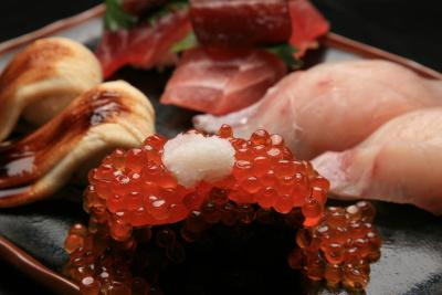 通常ネタの約3倍の大迫力で大人気!「魚心」にて、寿司職人を募集します。