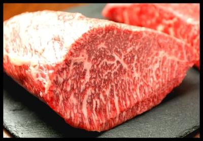豪快な塊肉や肉鍋、肉寿司、A5ランク黒毛和牛の持つお肉など、さまざま肉料理をご提供。