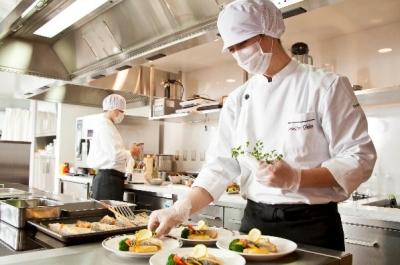 メニュー作成、食材発注 、衛生管理 などをお任せします。仕込みや調理業務にも関わります。