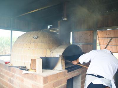 本格的なピザ窯でつくるピザ料理も大好評!ピザ職人・メニュー開発の経験を活かせます。