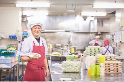 旬の素材を盛り込んだ、食べることが楽しみになるお食事をご提供。「ありがとう」と言われるお仕事です!