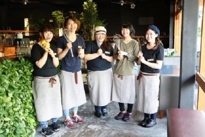 手作りの料理にこだわったオリジナルブランドのカフェを展開