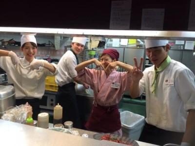 肉料理・焼肉レストラン、蒸し料理ダイニングなどを運営する企業◆岡山県の店舗でホールスタッフ募集!20代で年収500万円も可★長く働ける職場です!