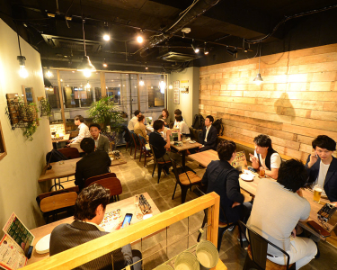 店舗スタッフとして店内の業務にオールマイティに携われる。