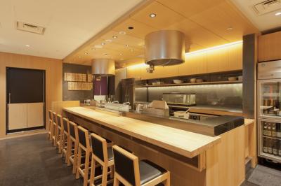 大正時代から続く老舗の天ぷら店『つな八』は、北海道から福岡まで全国に39店舗(デリカ店含む)を展開。