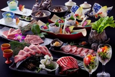 焼肉ダイニング、懐石風の肉レストラン、ステーキ&ハンバーグ専門店など、計17店舗で料理長候補を募集!