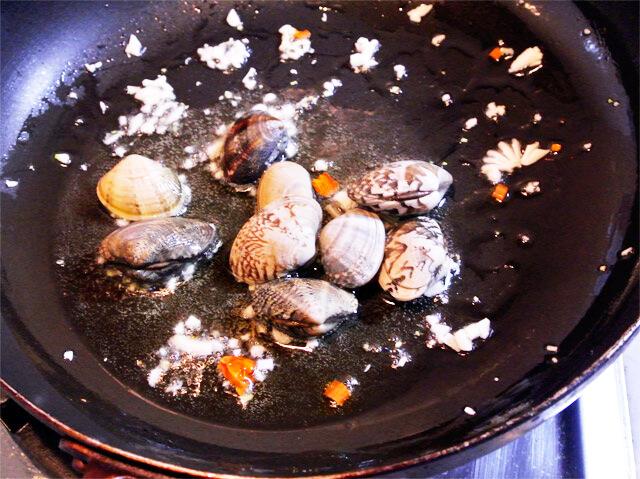 簡単にできるダイエットレシピ「あさりと空豆のペペロンチーノ風」-07