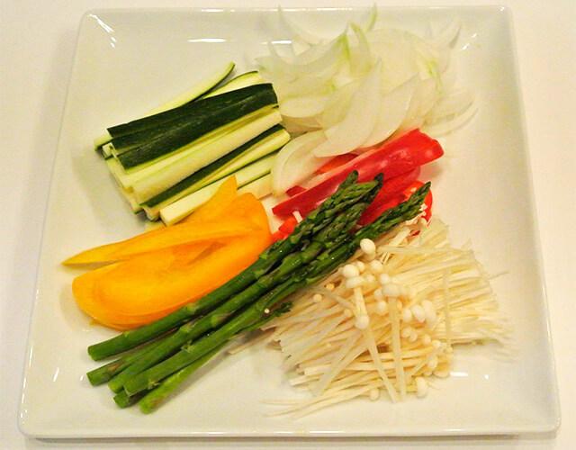 簡単にできるダイエットレシピ「野菜とハムの簡単春巻き」-02