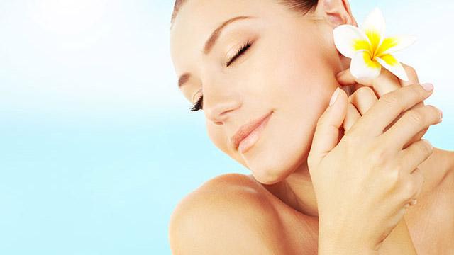 夏に気になる顔のテカリや化粧崩れを防ぐ皮脂対策
