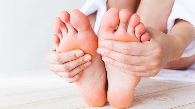 かかとのケアのやり方!かかとの皮膚を柔らかくする効果的な方法!