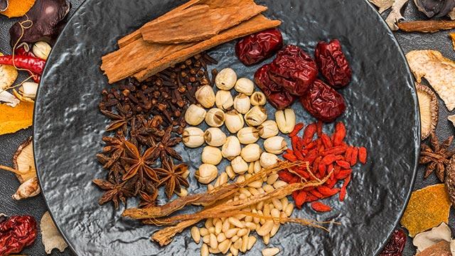 下半身の冷えや腰痛・多尿におすすめの漢方「苓姜朮甘湯」