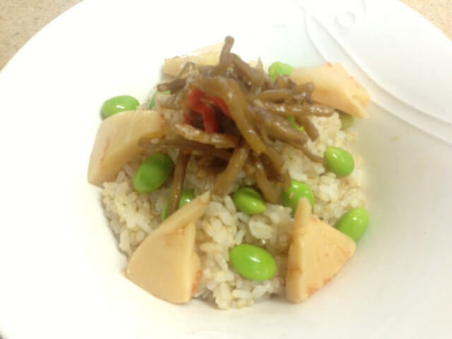 コンビニ惣菜でひと工夫「枝豆・きんぴら・たけのこの煮物ご飯」-04
